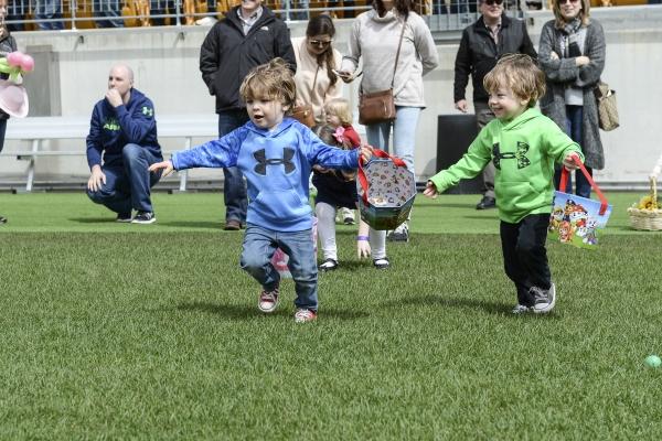 Kids hunting for Easter Eggs