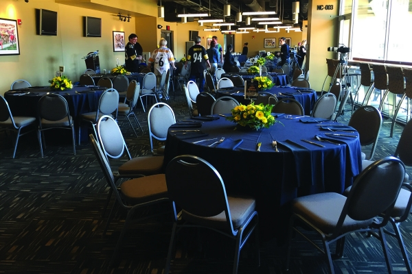 North-Club-Lounge-at-Heinz-Field-14